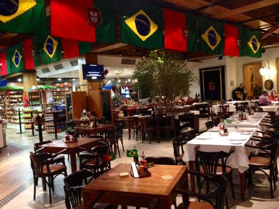 A decoração homenageia o Brasil e também Portugal