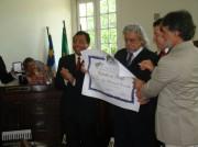 Recebendo o Título de Cidadão Recifense